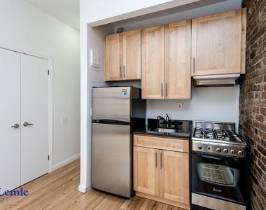 206 East 25th Street - Photo Thumbnail 2