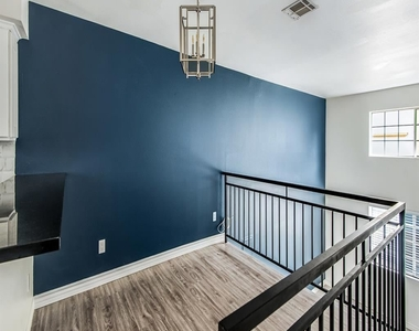 1817 Garfield Pl Apt 2 - Photo Thumbnail 6