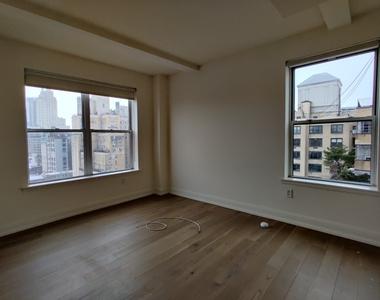West 86th Street - Photo Thumbnail 3