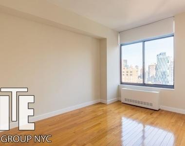 West 48th Street - Photo Thumbnail 6