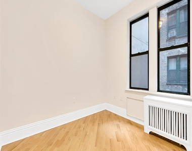 226 East 70th Street - Photo Thumbnail 2