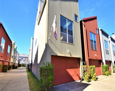 819 Robin Street - Photo Thumbnail 0
