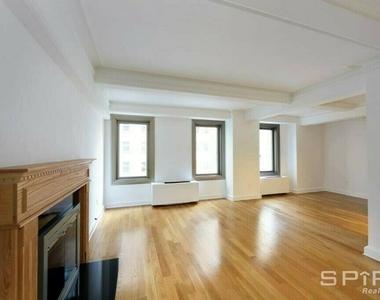 West 55th Street - Photo Thumbnail 3