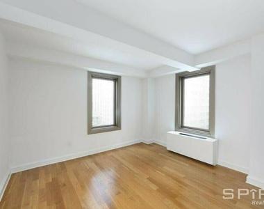 West 55th Street - Photo Thumbnail 4