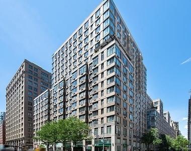 West 26 Street - Photo Thumbnail 5
