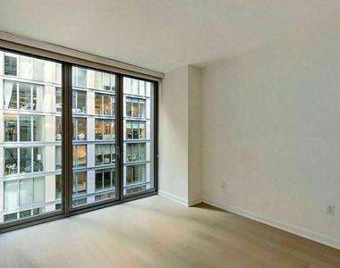West 21st Street - Photo Thumbnail 6