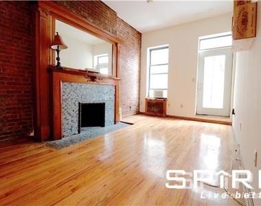 West 75th Street - Photo Thumbnail 4