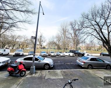 1020 Park Place - Photo Thumbnail 11