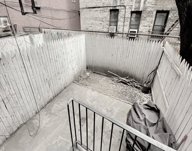 304 East 38th Street - Photo Thumbnail 0