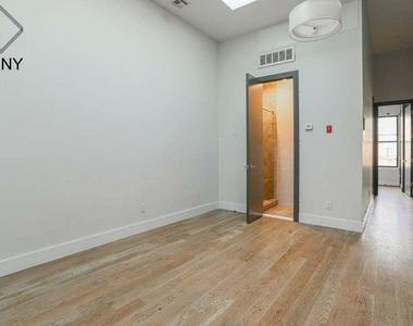 581 Fairview Avenue - Photo Thumbnail 2