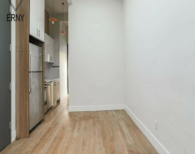 581 Fairview Avenue - Photo Thumbnail 0