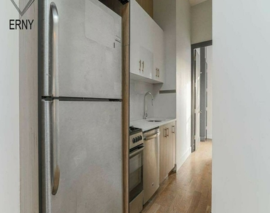 581 Fairview Avenue - Photo Thumbnail 1