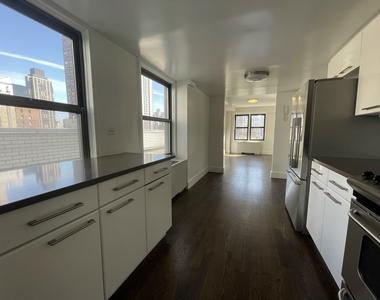 East 64th Street - Photo Thumbnail 9