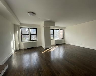 East 64th Street - Photo Thumbnail 2