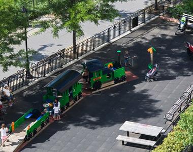 160 Riverside Blvd - Photo Thumbnail 33