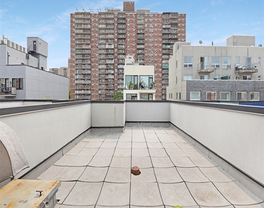 33 Meserole Street, Brooklyn, NY 11206 - Photo Thumbnail 3