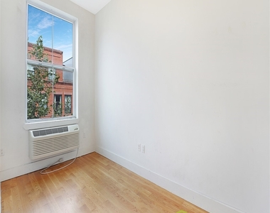 33 Meserole Street, Brooklyn, NY 11206 - Photo Thumbnail 8