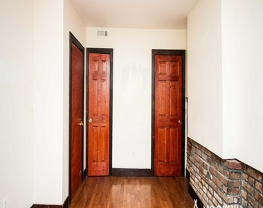 184 Irving Avenue - Photo Thumbnail 11