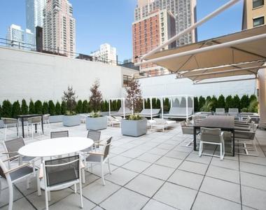 W 42nd Street - Photo Thumbnail 7