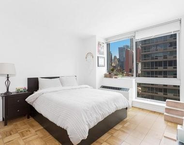 West 37th Street - Photo Thumbnail 1