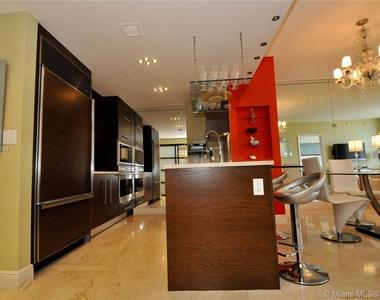 485 Brickell Ave - Photo Thumbnail 8