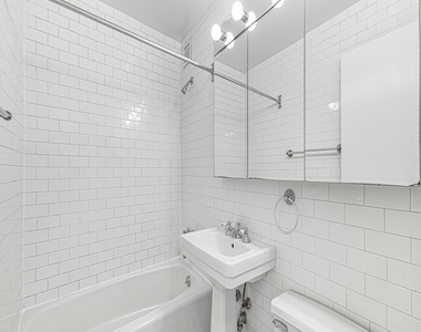 154 West 70th Street - Photo Thumbnail 2