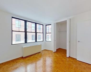 West 34th Street - Photo Thumbnail 3