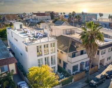 46 Rose Ave - Photo Thumbnail 8