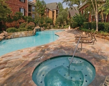 456 Wildwood Forest Dr - Photo Thumbnail 9