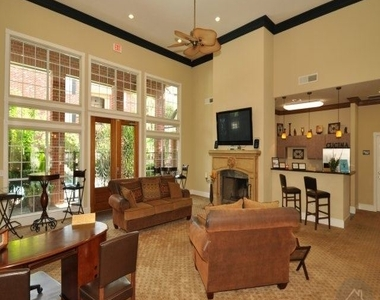 456 Wildwood Forest Dr - Photo Thumbnail 6