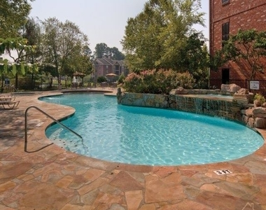 456 Wildwood Forest Dr - Photo Thumbnail 7