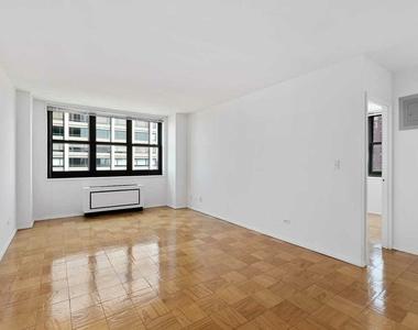 East 72nd Street - Photo Thumbnail 1