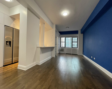 157 East 57th Street - Photo Thumbnail 2