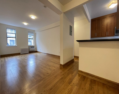 Upper East Side - Photo Thumbnail 0