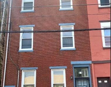 915 N 6th Street - Photo Thumbnail 0