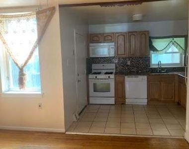 915 N 6th Street - Photo Thumbnail 6