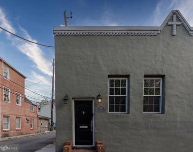 1720 Lancaster Street - Photo Thumbnail 38