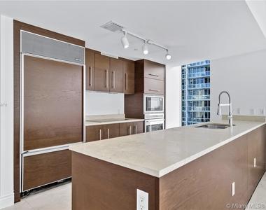 475 Brickell Ave - Photo Thumbnail 19