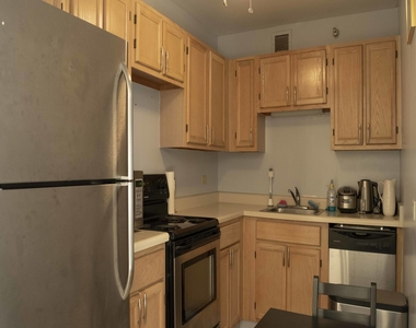 200 North Dearborn Street - Photo Thumbnail 3
