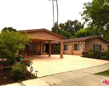 5707 Comanche Ave - Photo Thumbnail 16