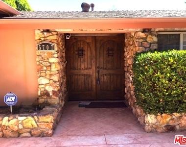 5707 Comanche Ave - Photo Thumbnail 2