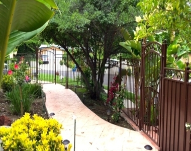 5707 Comanche Ave - Photo Thumbnail 14