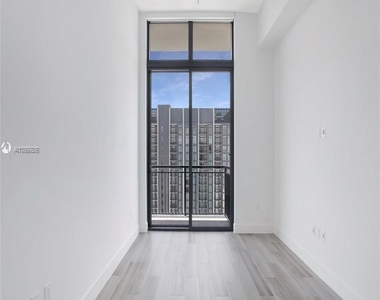 400 Nw 1st Avenue - Photo Thumbnail 2