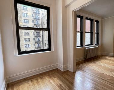 210 East 68th Street - Photo Thumbnail 2