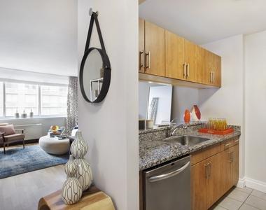 between Flatiron & 230 V Roof      >>    (26th & 6 Ave)  - Photo Thumbnail 8