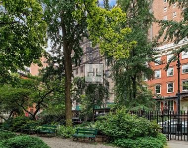 7 Gramercy Park West - Photo Thumbnail 13