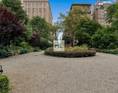 7 Gramercy Park West - Photo Thumbnail 17