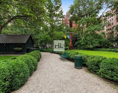 7 Gramercy Park West - Photo Thumbnail 16