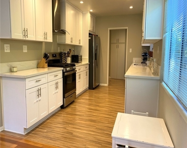 5028 Rubio Avenue - Photo Thumbnail 2