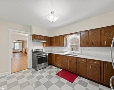 1813 West Greenleaf Avenue - Photo Thumbnail 6